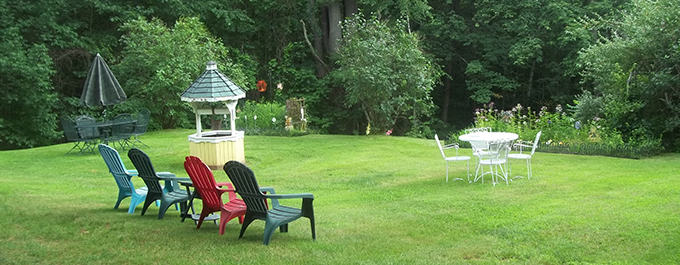Lake Winnipesaukee Motel Backyard